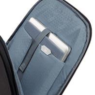 Perfect-Fit aanpasbaar laptopcompartiment, voor de meest recente laptops, MacBooks en Ultrabooks tot 17,3″.